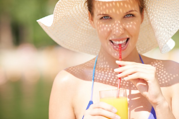 woman-drinking-a-juice-in-summer_1098-20