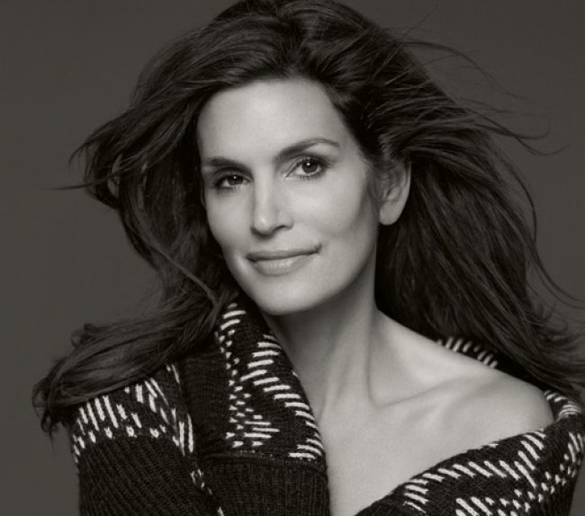 15483910-r3l8t8d-650-cindy-crawford-imagine-une-collection-pour-c-a_reference