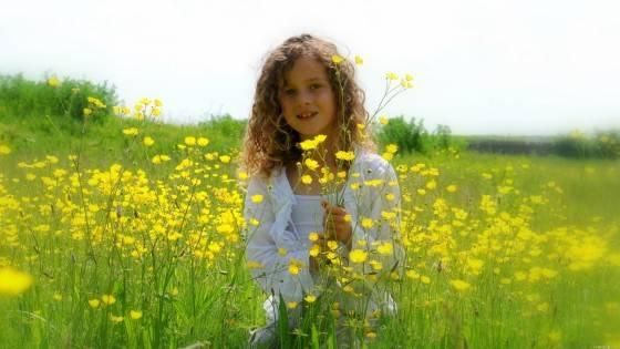 девочка-в-поле-appiness-e1422783677263
