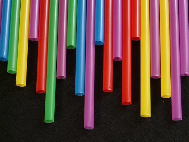 17509015-straws-8001_640-1474627737-650-eafea3e484-1474634607