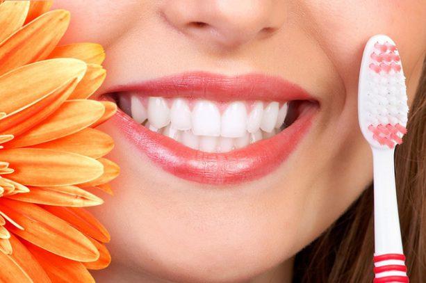 kak-sohranit-zuby-krepkimi-i-zdorovymi