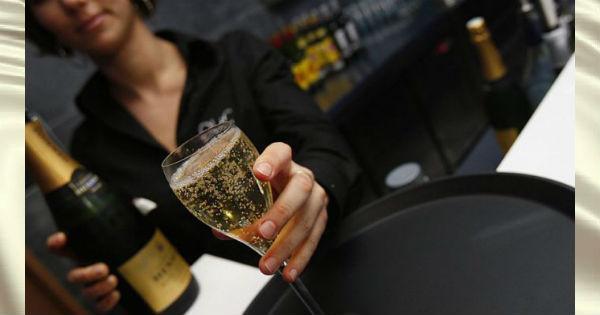 nervnim-zhenshchinam-neobhodimo-ezhednevno-pit-shampanskoe-1838-45051-696x461