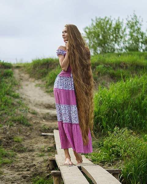Девушка не стригла волосы 14 лет!