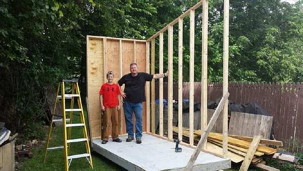 Подросток построил себе собственный дом. Вы должны это видеть!