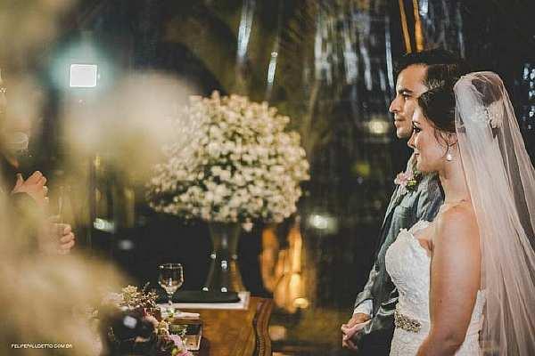 Бродячий пес мог бы испортить свадьбу, если бы не реакция молодых