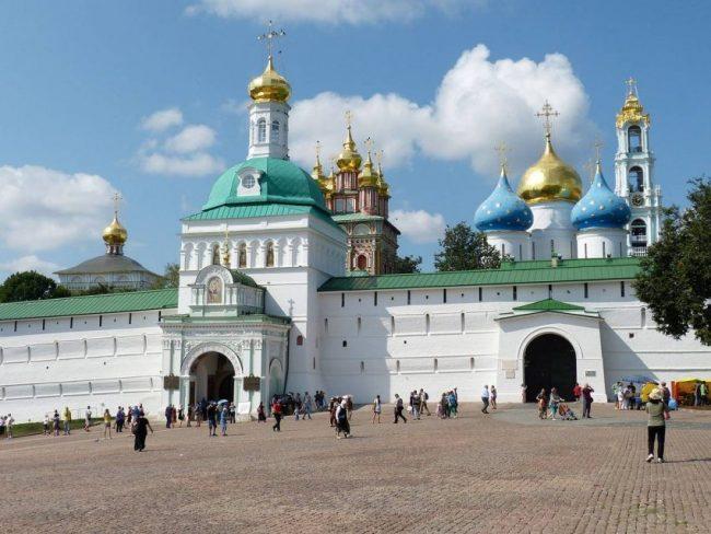 Нужно хотя бы раз в жизни отправиться в путешествие по Золотому Кольцу России