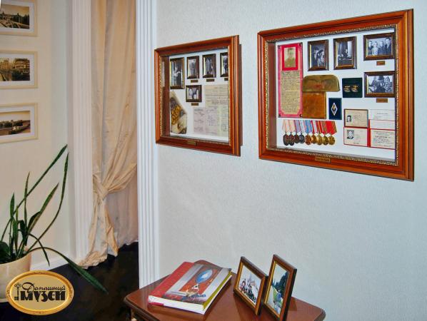 Как выбрать витрину для домашнего музея