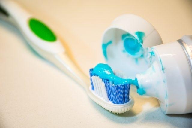 16 применений зубной пасты, о которых вам точно будет интересно узнать