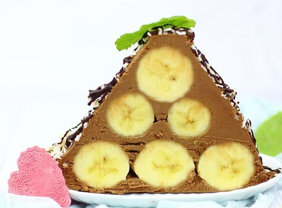 Шоколадные пирожные с бананами, творогом и сливочным сыром